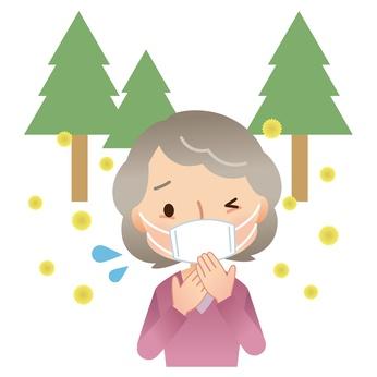 マスクをする女性 高齢者 花粉症
